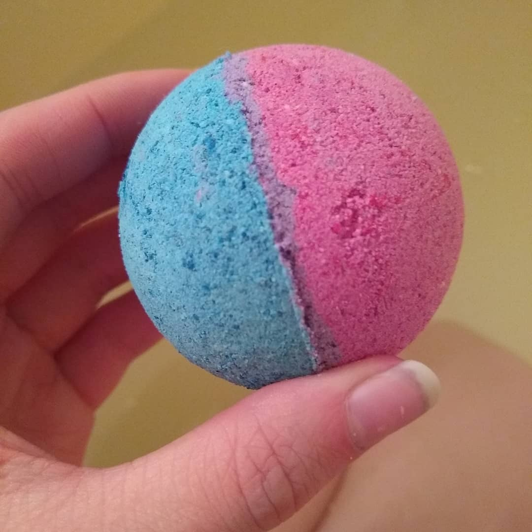 Make Your Own CBD Bath Bomb And Double The Pleasure